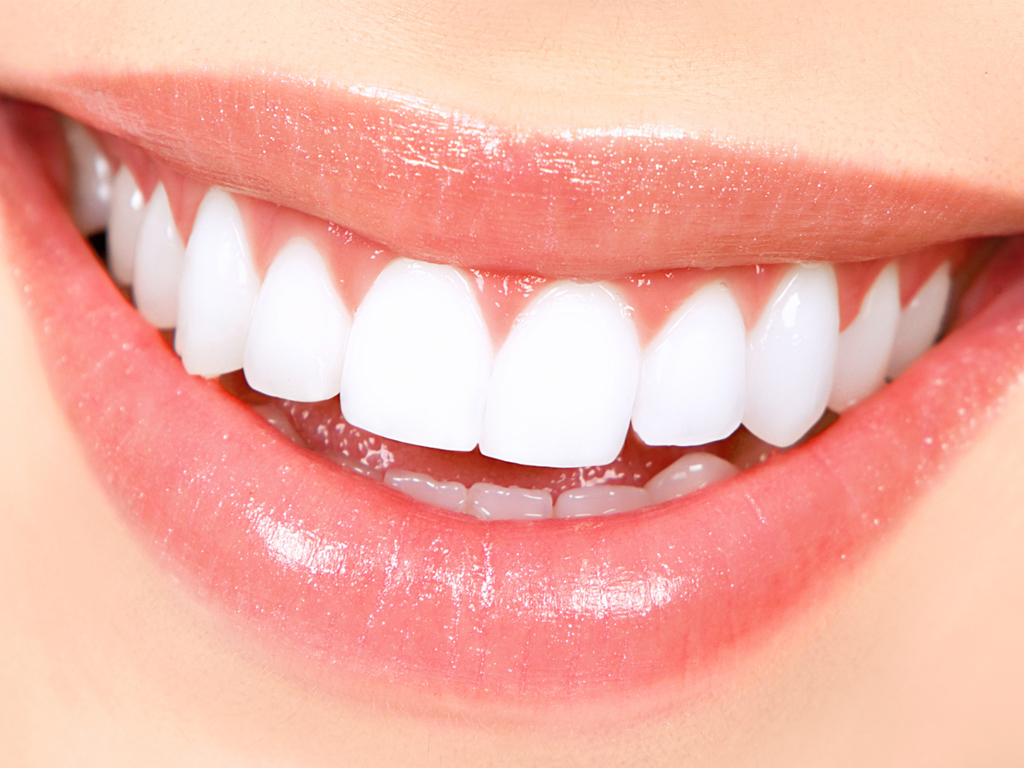Get a dazzling smile with the right teeth whitening product